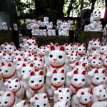 豪徳寺 | 棚にひしめく招福猫と静かな境内