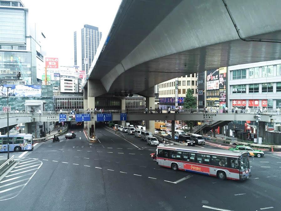 渋谷西口歩道橋1